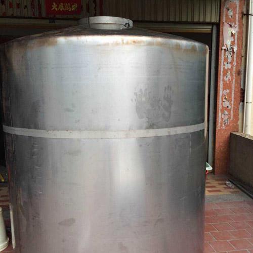 厦门圆柱形不xiu钢shui箱实用an例